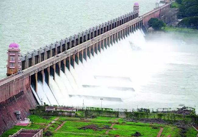 Heavy Inflow In Tungabhadra River Project Anantapur - Sakshi