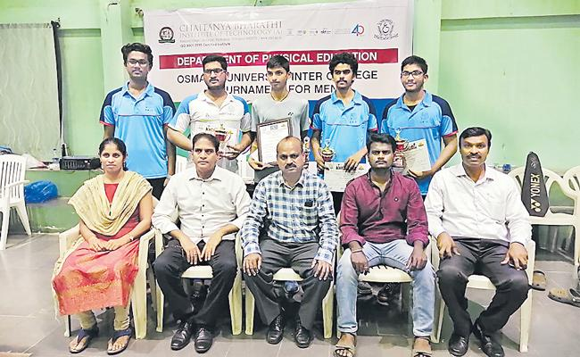 CBIT Team Gets Badminton Title - Sakshi