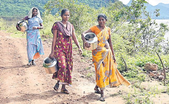 Village People Avoid Godavari Water Duet Boat Capsizes - Sakshi