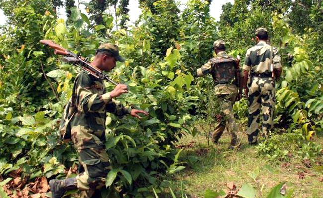 Police Open Fire On Maoists At Visakhapatnam Agency - Sakshi