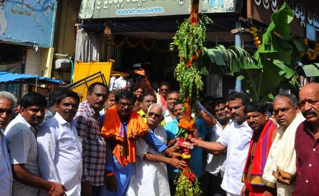 Pydithalli Jatara Started In Vizianagaram - Sakshi