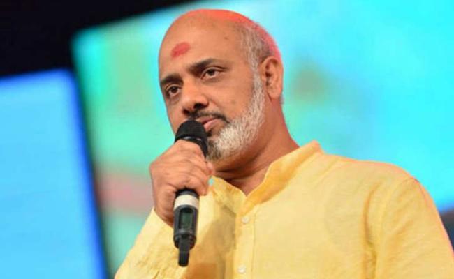 Ramajogayya Shastri Praises Devi Sri Prasad For Sarileru Neekevvaru - Sakshi