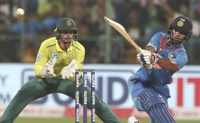 Team India Set Target Of 135 Runs Against South Africa - Sakshi