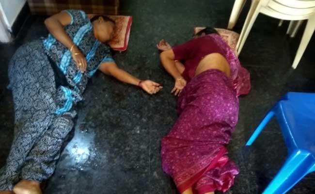 Mother, Daughter Suicide Attempt In Visakhapatnam - Sakshi