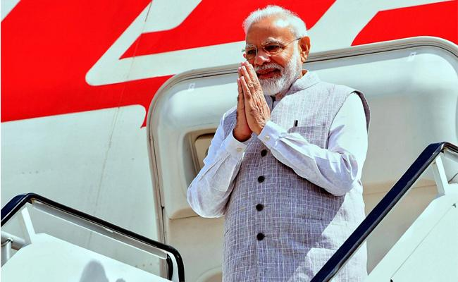 Howdy Modi, PM Modi Impresses Netizens With His Gesture - Sakshi