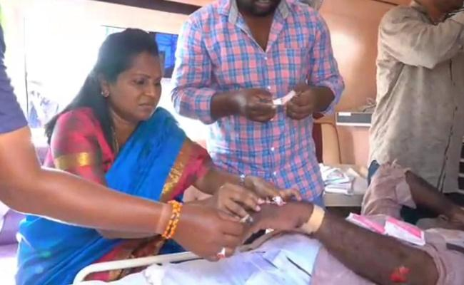 YSRCP MLA Sridevi Shows Humanity, Gives First Aid to Injured Person - Sakshi