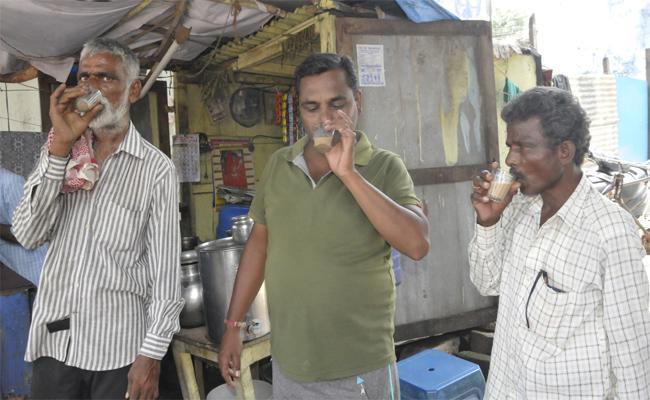 Plastic Glasses Usage Reduced In Tea Stalls At Nizamabad - Sakshi
