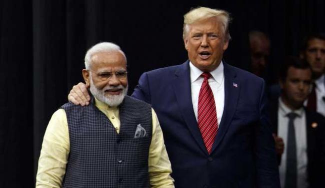 PM Narendra Modi hails US President at Houston event - Sakshi
