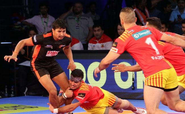 U Mumba Beat Gujarat Fortunegiants 31-25 - Sakshi