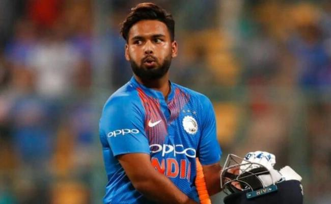 Why Pant And Iyer Both Coming Out To Bat At Four - Sakshi