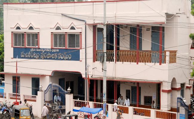 Officers Negligency On BPS Scheme In Vijayawada - Sakshi