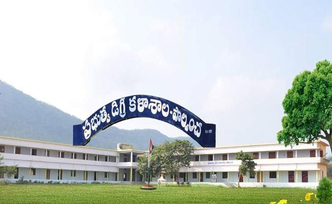Students Not Interested To Join Degree Course In Khammam - Sakshi