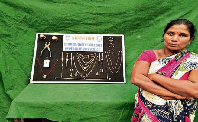 Mallamma Arrest in Robbery Case Hyderabad - Sakshi