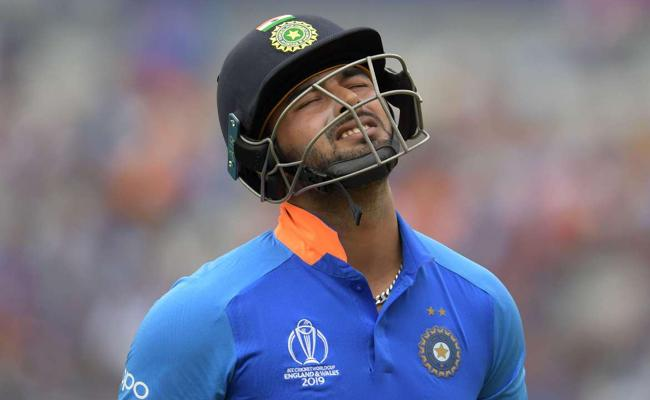 Fans Fire On Pant After Flop Show in Bengaluru T20 Against South Africa - Sakshi