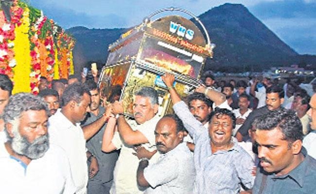 TDP Senior Leader Sivaprasad Funeral Completed in Chandragiri Chittoor  - Sakshi