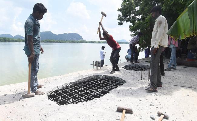 Illegal Construction Demolished Near karakatta - Sakshi