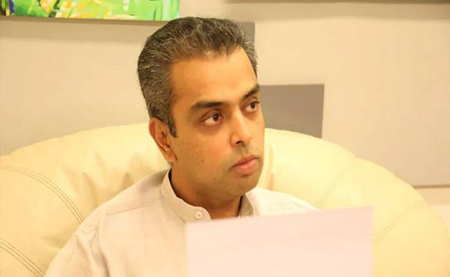 PM Modi Thanks Milind Deora For Tweet On Howdy, Modi - Sakshi
