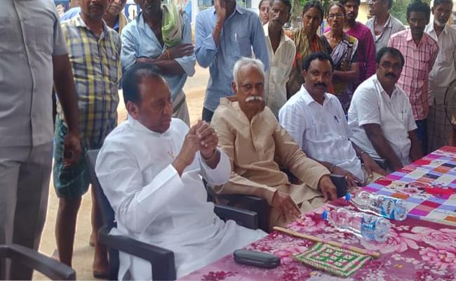 YSRCP Former Minister Mekapati Rajamohan Reddy Visits Kampasamudram Village In Nellore - Sakshi