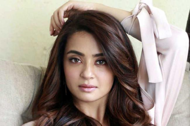 Surveen Chawla on facing casting couch - Sakshi