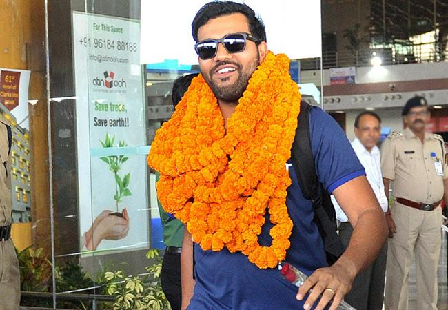Rohit Sharma Arrives in Vizag Ahead of Practice Match With South Africa - Sakshi