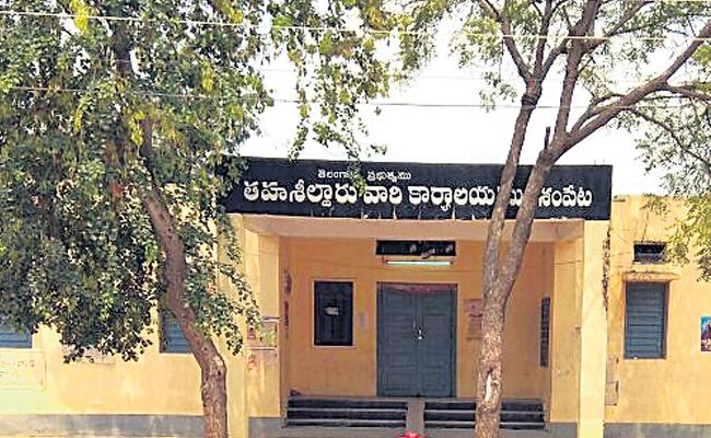 Revenue Records Not Available In Keshampet At Rangareddy - Sakshi