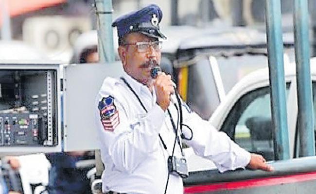 Cyberabad Police Send Traffic Alerts To IT Employees - Sakshi