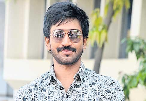 Aadhi Pinisetty Clap Song Shooting in Hyderabad - Sakshi