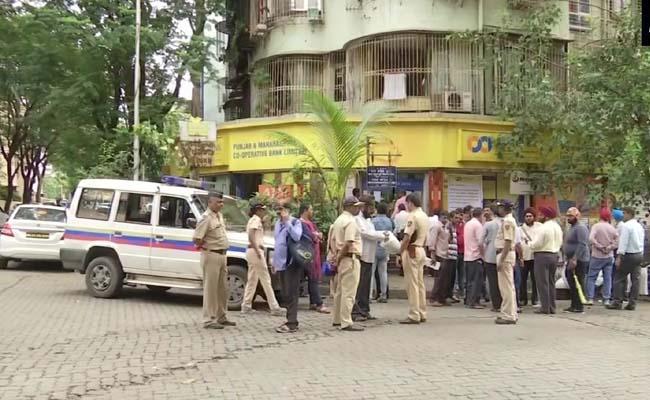 Account holders of Punjab and Maharashtra Cooperative Bank (PMC) agitation - Sakshi