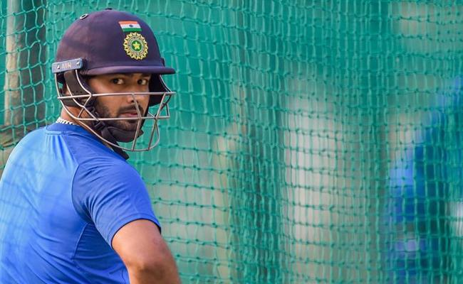 Wriddhiman Saha Likely To Replace Rishabh Pant In 1st Test - Sakshi