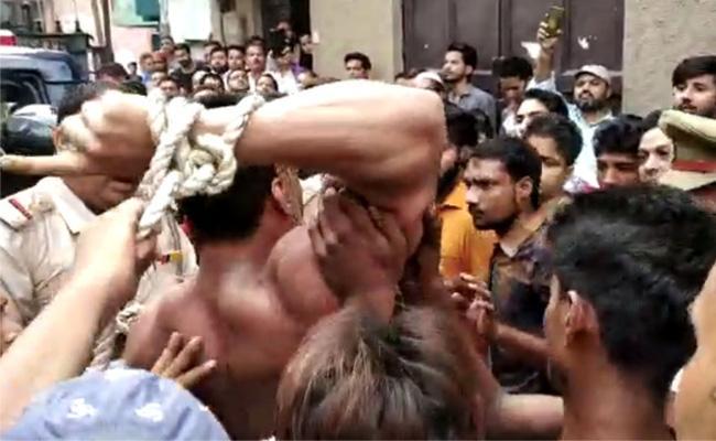 Salman Khan Ex Bodyguard Wreaked Havoc on Roads - Sakshi