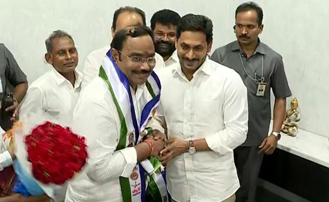Parchur TDP Leader Ramanatham Babu Joins YSRCP - Sakshi