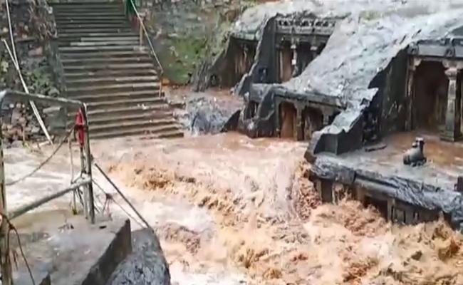 Biravakona Temple Beauty Collapsed Due to Floods In Prakasam  - Sakshi