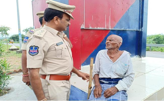 Old Person Try To Commit Suicide In Ramagundam - Sakshi
