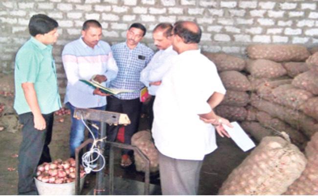 Vigilance Attack on Onion Markets West Godavari - Sakshi