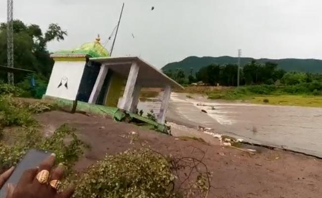 Nookalamma Talli Temple washed away In Flood In Visakhapatnam - Sakshi