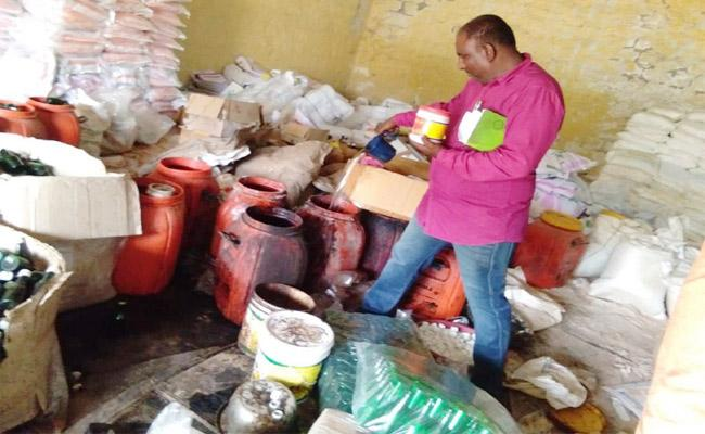 Fake And Adulterated Fertilizers Identified In Kurnool - Sakshi