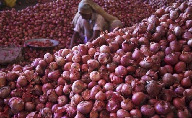 Onion Prices Down in East Godavari market - Sakshi