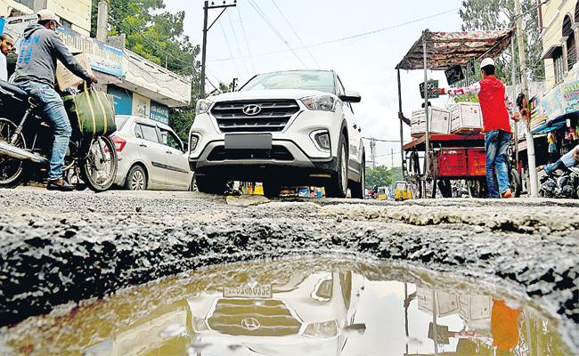Hyderabad Road Constructions Contract in Private Company Hands - Sakshi