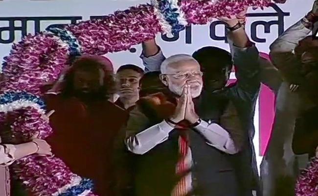 PM Narendra Modi Returns To Delhi From US Visits - Sakshi