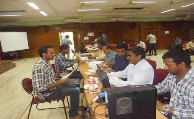 Certificate Verification Of Grama Sachivalayam Candidates In Vizianagaram - Sakshi
