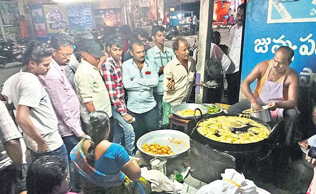 Mirchi Bajji iS Famous In Chirala Town - Sakshi