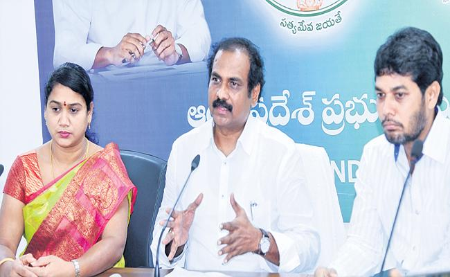 AP Govt Rewar to persons for rescuing boat accident victims - Sakshi