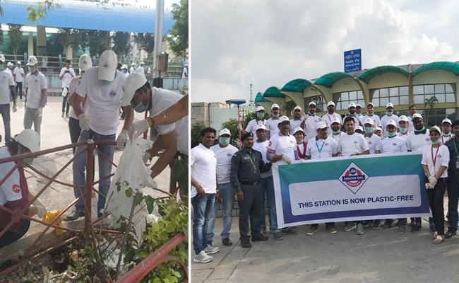 Jio Employees Participating in the Swacth Rail Abhiyan Program - Sakshi