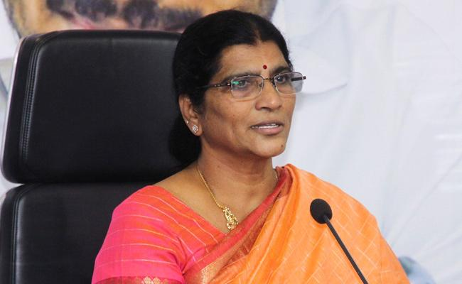 Laxmi Parvathi Slams On Chandrababu In Tadepalli - Sakshi