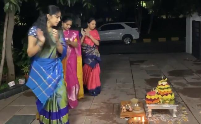 First Day Bathukamma at Kalvakuntla Kavitha Home - Sakshi