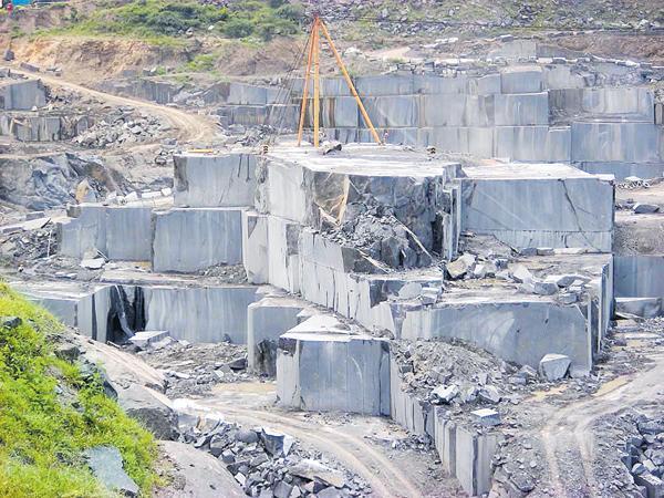 Karimnagar Granite towards crisis - Sakshi