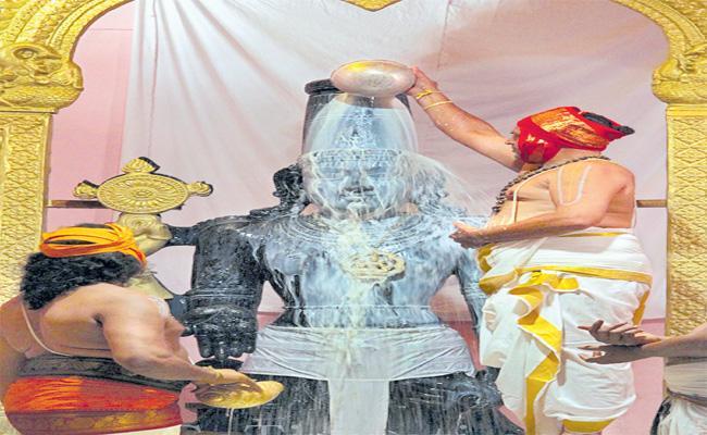 Saturday In The Weeks Is Very Special For Kaliyuga Vaikunthanath - Sakshi