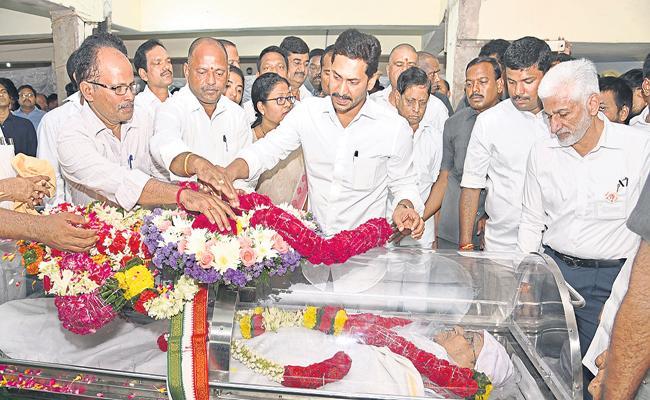 CM Jagan pays tribute to Bali Reddy Satya Rao - Sakshi