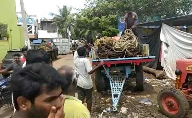 Balaji Marine To Start Retrieve Capsized Boat In Godavari - Sakshi