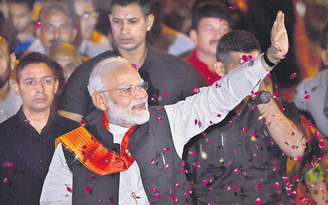Narendra Modi Arrives From US to Grand Welcome In New Delhi - Sakshi